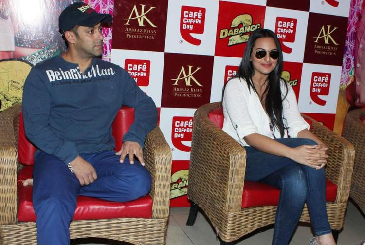 Salman And Sonakshi Cute Look Photo At Cafe Coffee Day For Dabangg 2 Promotion