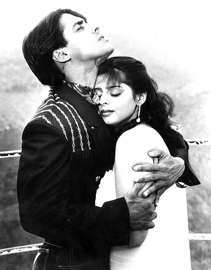 Salman Hugs Nagma Hot Romantic Still, Rare Pictures Of The