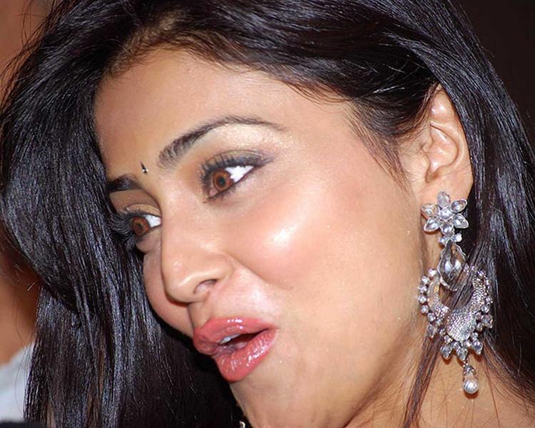 Shraya Sarans Sisey Hd Face Images: Shriya Saran Cute Face Wallpaper , Bikini Babe Shriya