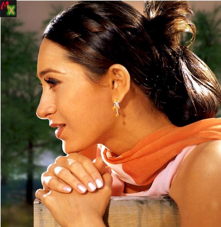 Karishma Kapoor Side Face Beauty Still Memsaab
