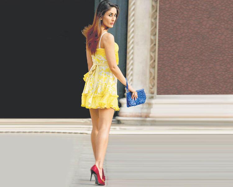 Kareena Kapoor Sexy Outfit Still In Mini Skirt, Sexy Actress Of Bollywood Kareena Kapoor Images
