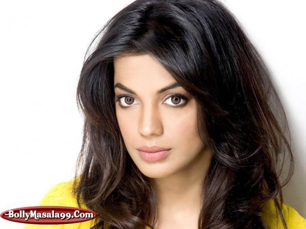 Model Turned Actress Mugdha Godse Bold Pics And Wallpapers