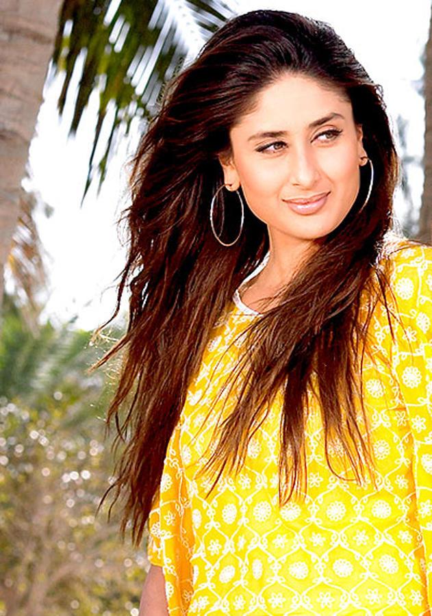 beauty look wallpapers: Kareena Kapoor Beautiful And Cool Look Wallpaper, Dazzling