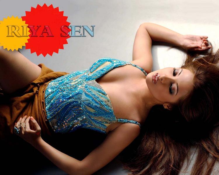 Stunning Beauty Riya Sen Wallpapers and Photos