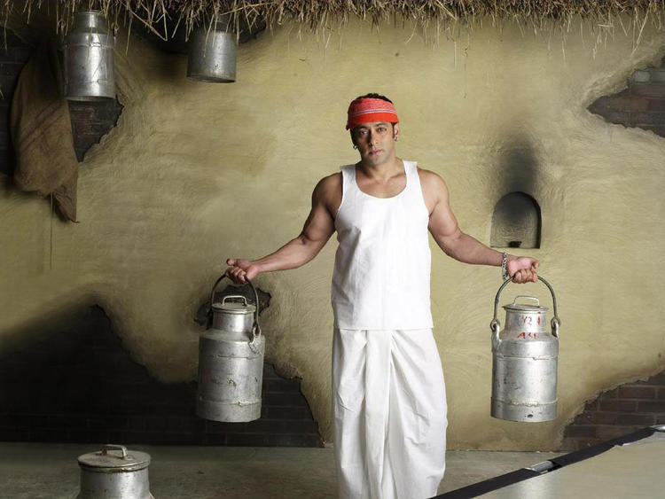 Salman Khan Milk Man Pose Photo Shoot , Bollywood Hunk Salman Khan ...