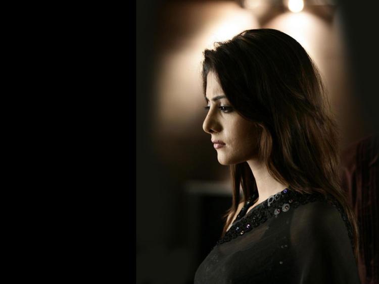 Neha Oberoi Side Face Look Wallpaper