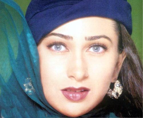 Karishma Kapoor Sexy Smoky Eyes Look Still , Beautiful ...