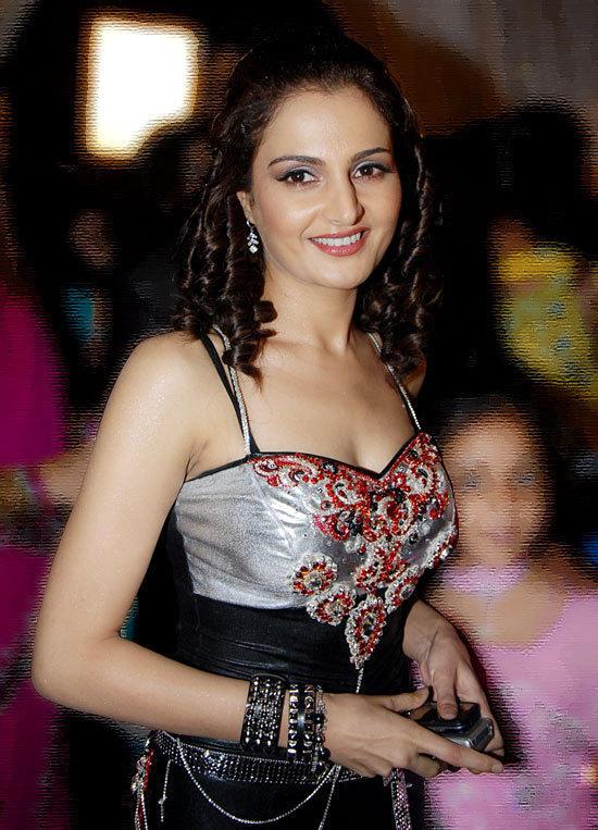 Bollywood Actress Monica Bedi Nice Wallpapers   Memsaab com