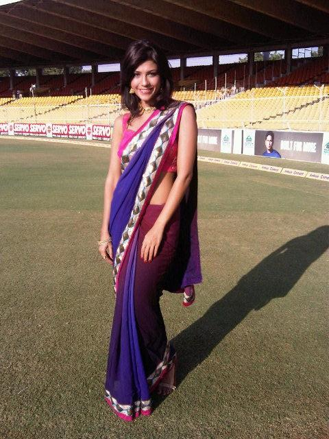 Archana Vijaya In Saree Hot Pics
