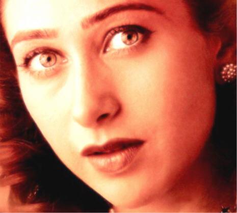 Karishma Kapoor Hot Red Eye Look Still , Sizzling Beauty ...