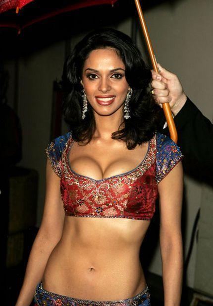 Mallika Sherawat Open Boobs Sexy Photo