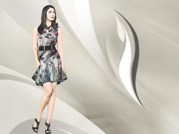 Kareena Kapoor Milky Legs Show Wallpaper