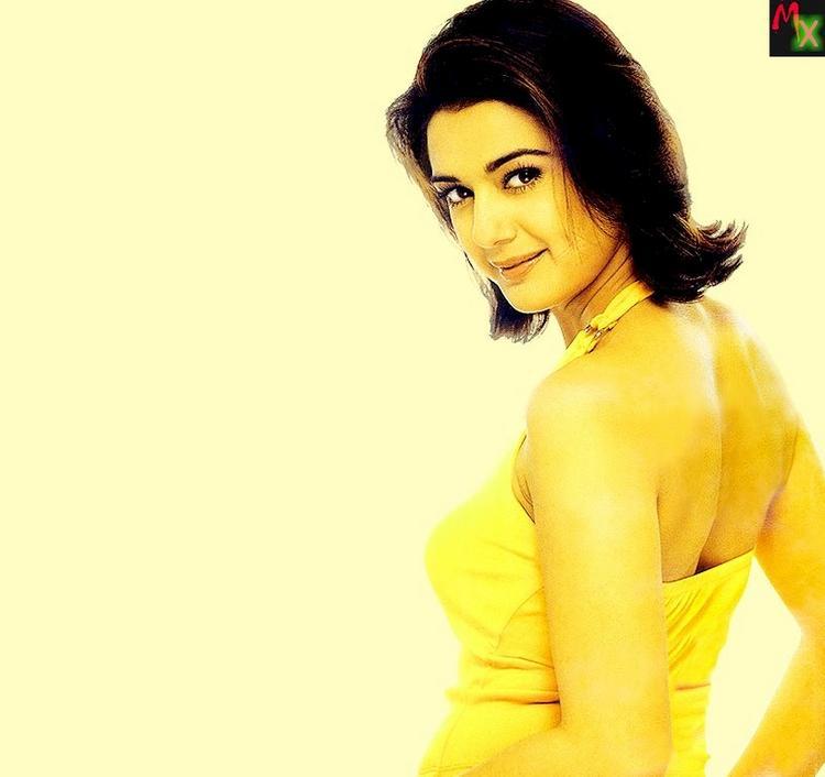 Preity Zinta Short Hair Style Wallpaper Impressive Beauty Preity