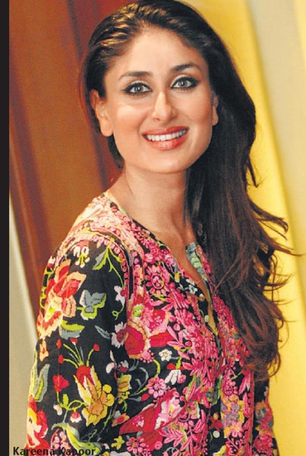 Kareena Kapoor Cute Smile Pic , Photos and Wallpapers Of ...