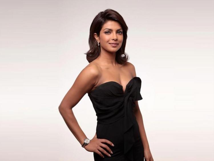 Priyanka Chopra Strapless Black Dress Hot Wallpaper ...