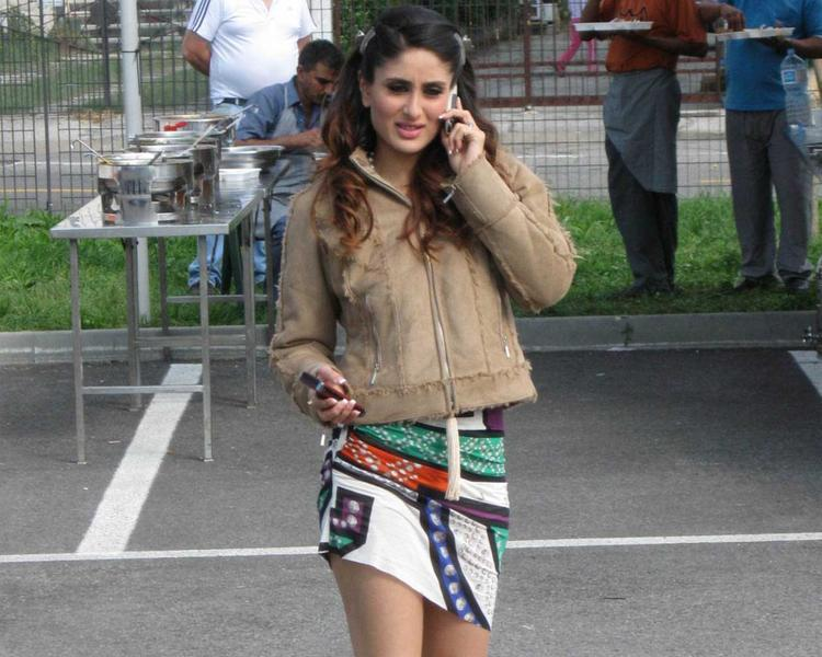 Kareena Kapoor Stunning Pic In Mini Skirt