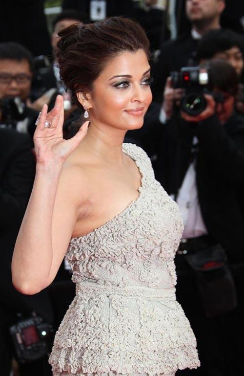 Gorgeous Diva Aishwarya Rai Latest Images at Cannes