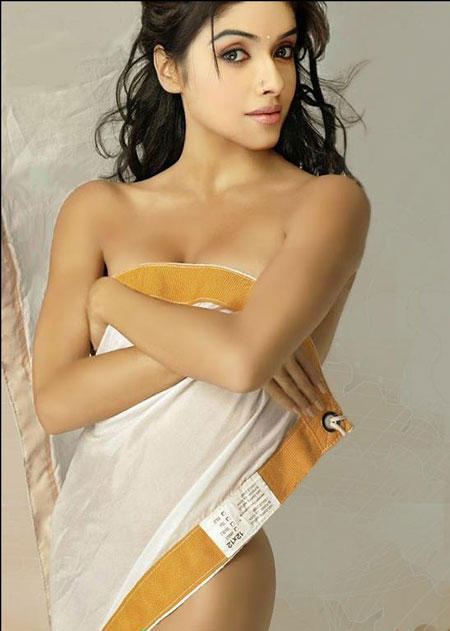 Asin Thottumkal Nude Hot Photo Shoot | MemSaab.