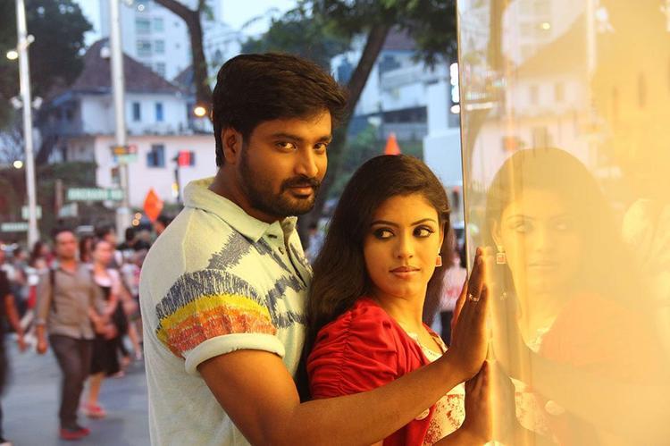 Mirchi Senthil And Iniya Back Hug From Movie Kann Pesum