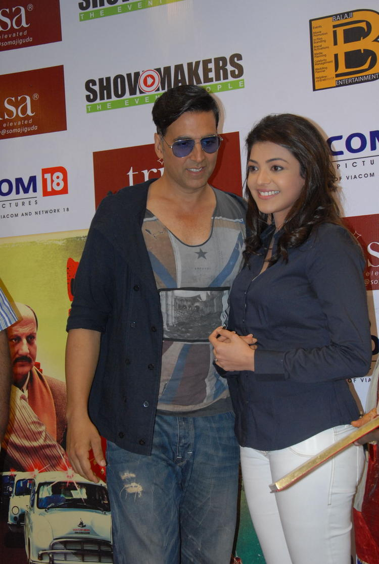 Akshay And Kajal Posed For Camera At Special 26 Movie Press