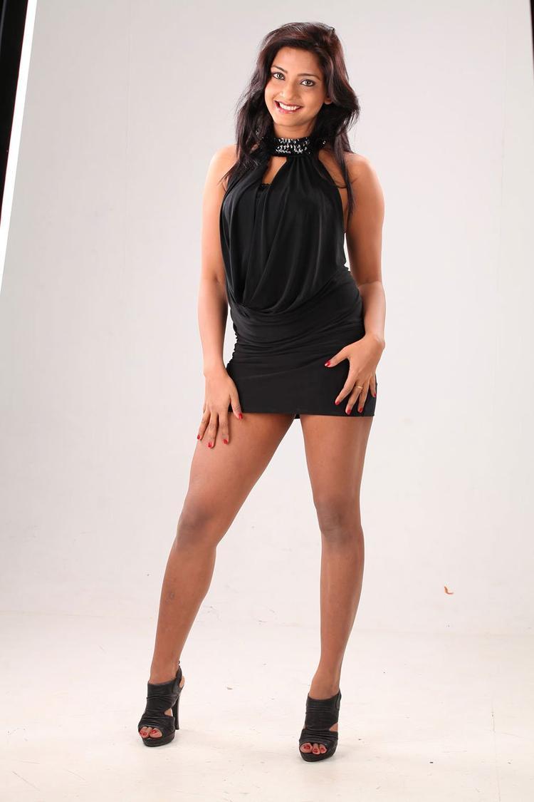 Kamna Cute Sexy Pose Photo Shoot, South Actress Kamna Hot Photo