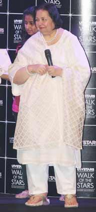 Pamela Chopra Unveils Her Husband Late Yash Chopra's Statue