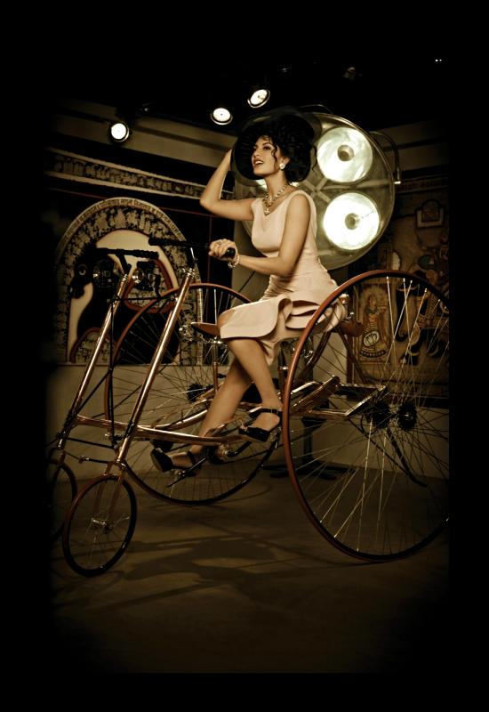 http://images.memsaab.com/files/imagecache/node-gallery-display-750/files/2013/145841/jacqueline-glamour-look-photo-shoot-hi-blitz-feb-2013-issue.png