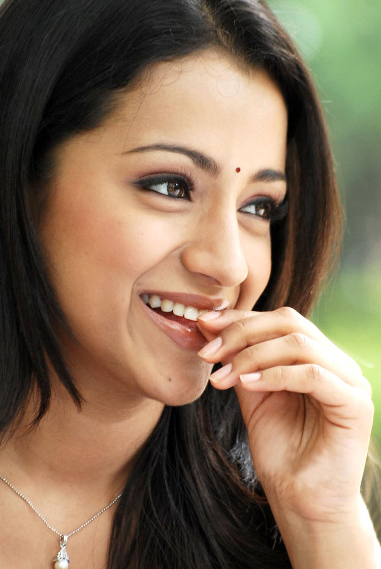 Trisha Cute Smiling Photo Still From Movie Kanchu