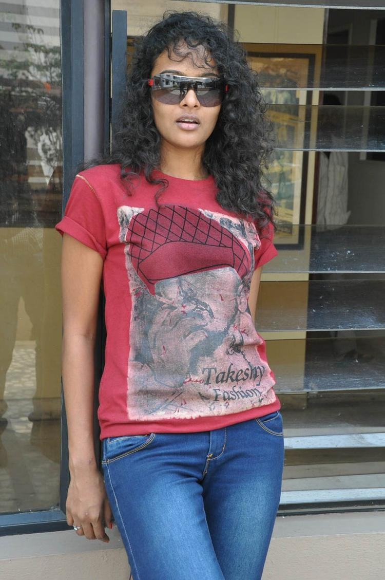 Sonia Deepti Fashionable Look At Mr.Manmadha Movie Team Press Meet