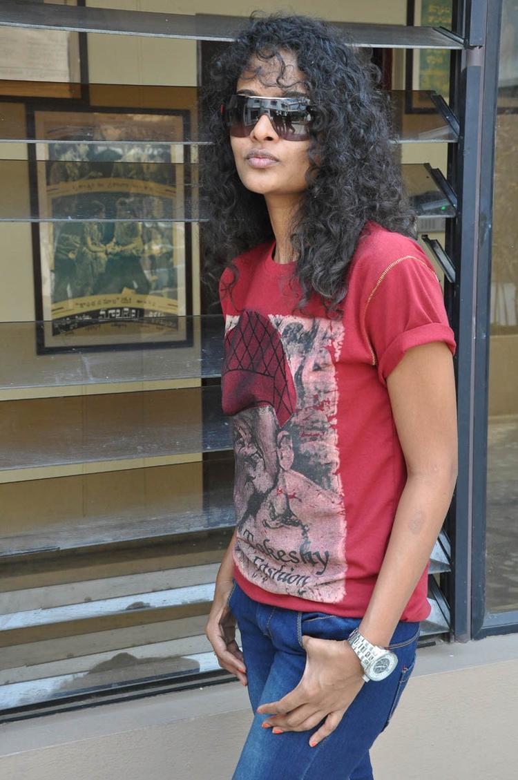 Sonia Deepti Nice Cool Look At Mr.Manmadha Movie Team Press Meet