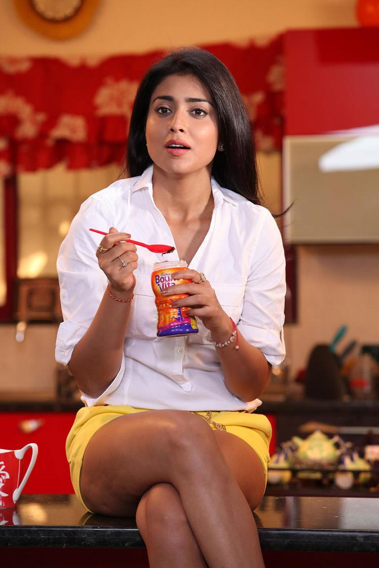 ... Hot Still From Pavithra Movie, Shriya Saran Hot In Pavithra Movie