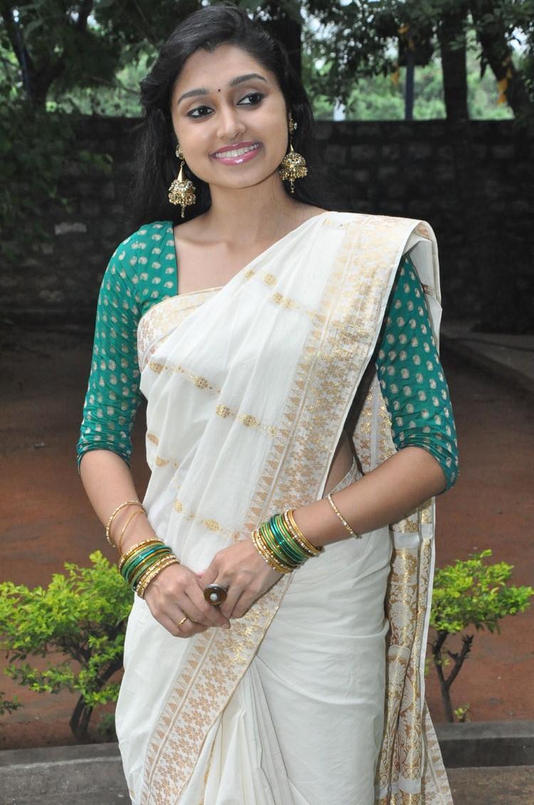 Sija Rose In Saree Strikes A Pose At Ela Cheppanu Movie ...