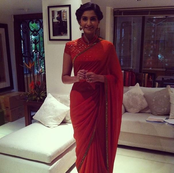 Sonam Kapoor Gorgeous In Red Saree During The Promotion of BMB Movie