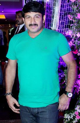 Bhojpuri Actor Manoj Tiwari Posed At Shweta Tiwari's Wedding Bash