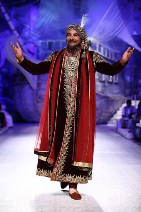 Kangana Ranaut And Kabir Bedi At The India Bridal Fashion Week