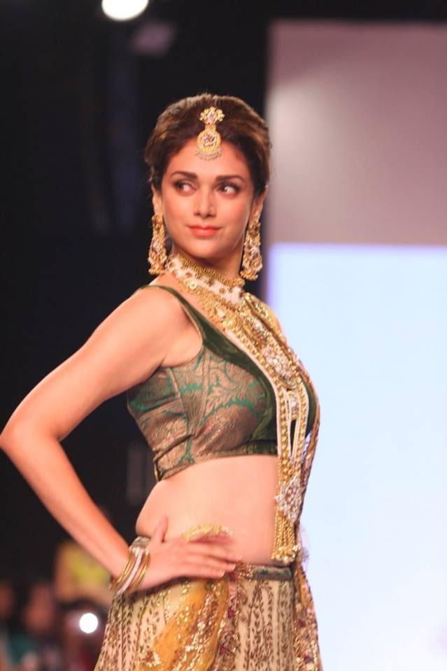 Hot Gorgeous Babe Aditi Rao Hydari At IIJW 2013 For Dipti ...