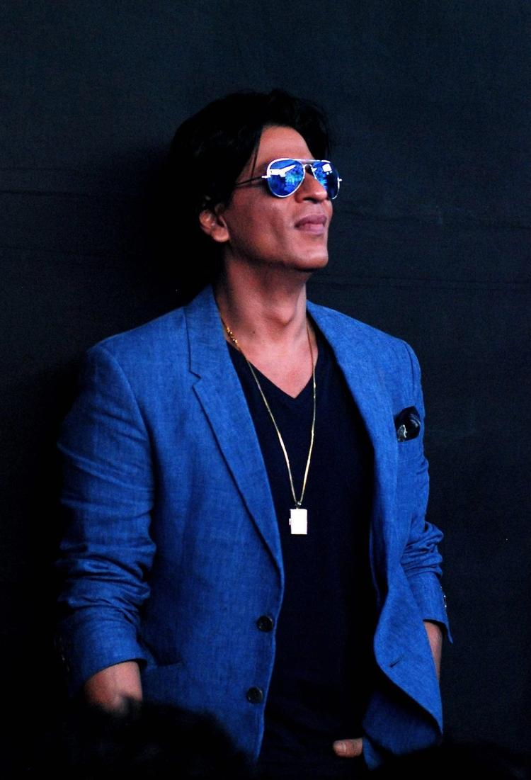 SRK Glamour Look During The Promotion Of Chennai Express At K Lounge