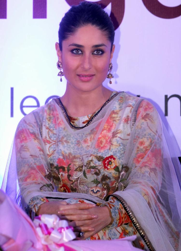 Kareena Kapoor Snapped At Malabar Gold And Diamond Diwali Collection Event