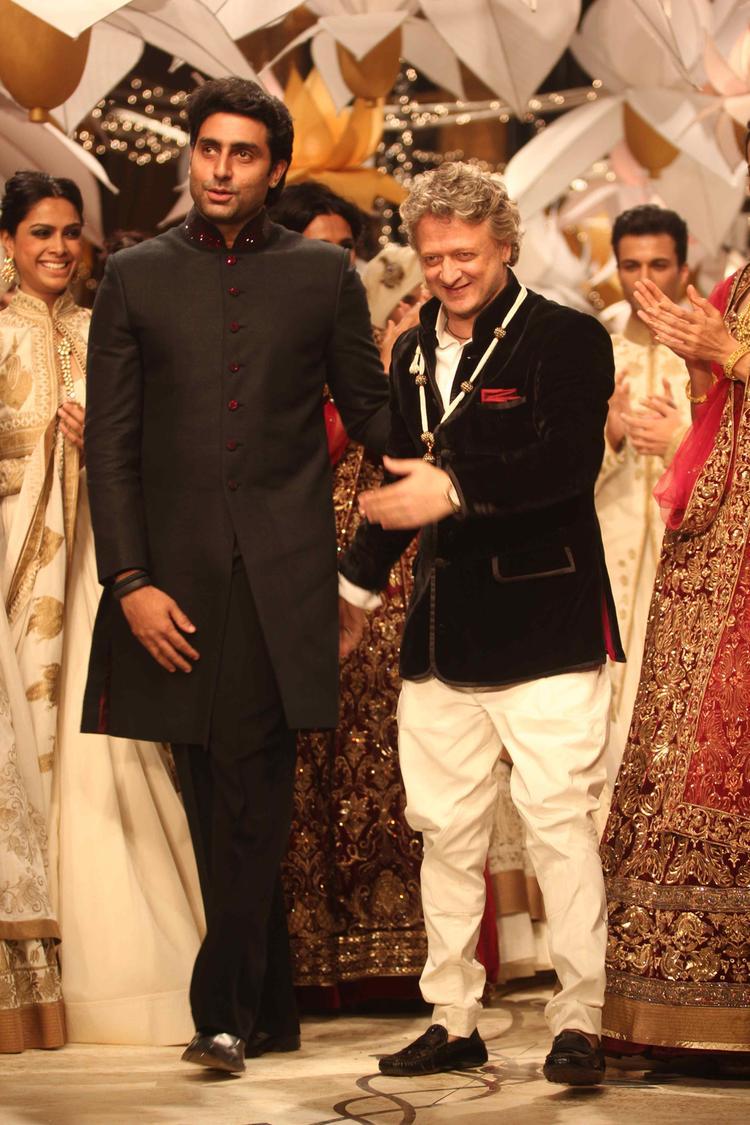 Fashion Design Council of India ( FDCI ) 80