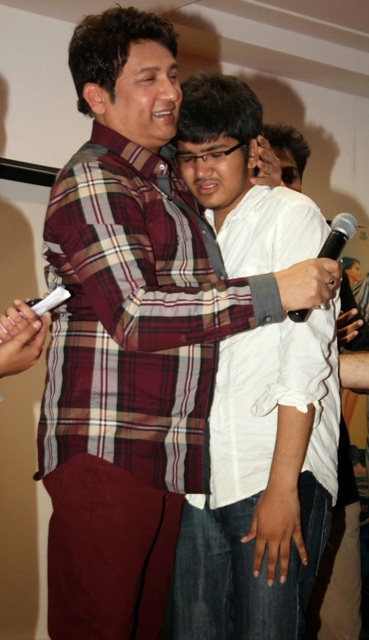 Shekhar Suman Hugs A Student During The Poster Launch Of Thakur College Festival Taarangan