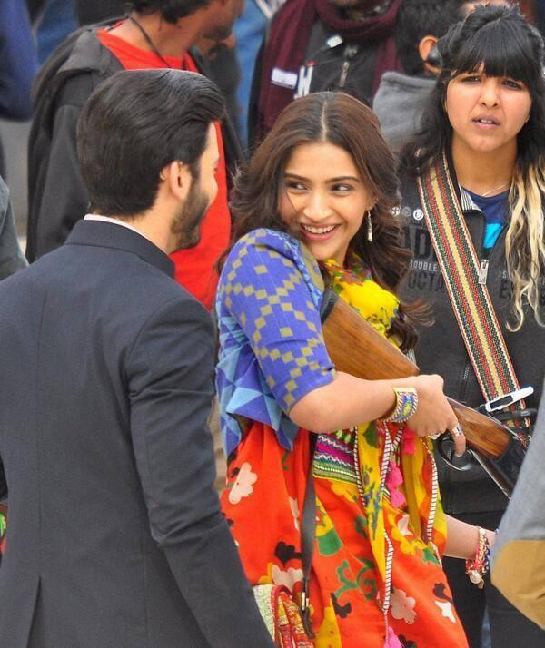 sonam kapoor sets 039khoobsurat039 remake bikaner - Sonam & Fawad Khan BTS from Movie Khoobsoorat