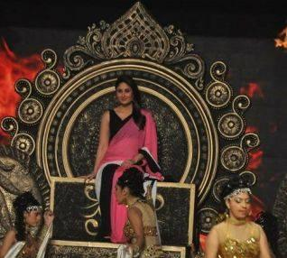 Kareena Kapoor Khan Performs On The Stage Of Umang Annual Show 2014 In Mumbai