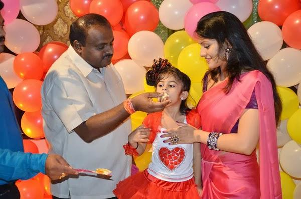 H. D. Kumaraswamy Feeding Cake To Her Daughter Shamika And Wife Radhika Smiling Look During The Birthday Bash