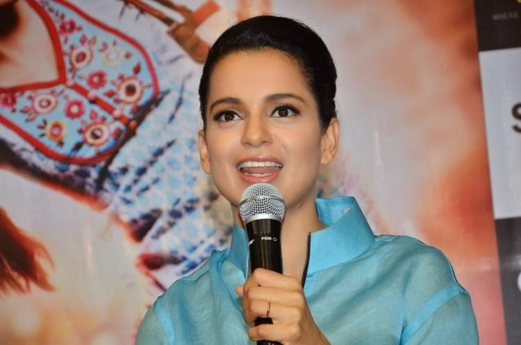 Kangana Ranaut Flashes Smile At Reliance Digital Express Store, Prabhadevi, Mumbai During The Promotion Of Queen