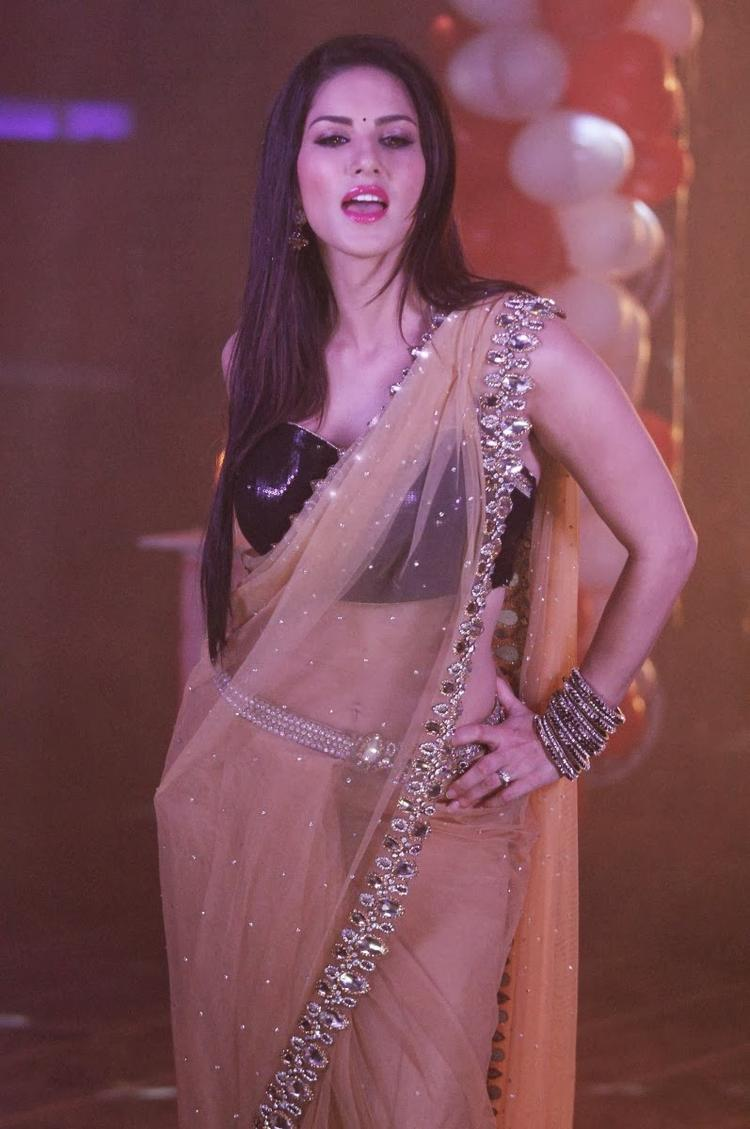 Sunny Leone Hot Sexy Look On The Sets Of Pavitra Rishta During The Promotion Of Ragini