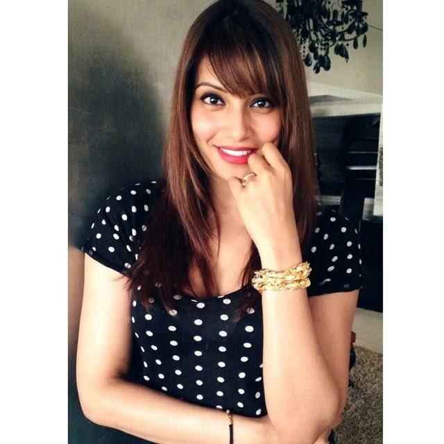 Stunning Bipasha Basu Beautiful Radiant Look Photo Shoot For The Trunk Label