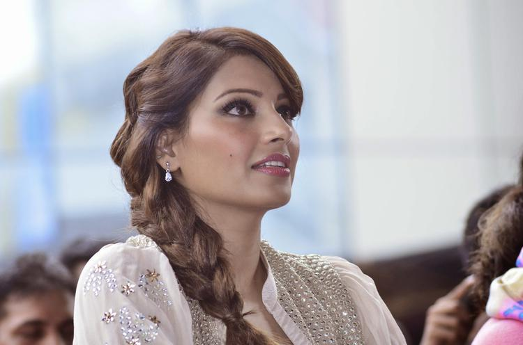 Bipasha Looks Fresh And Stunning During The Promotion Of Creature 3D At  Mithibai College Fest