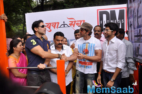 Hrithik Roshan Welcomed By Dino Morea And Aditya Thackeray During The Launch Of Dino Morea 10th Fitness Station