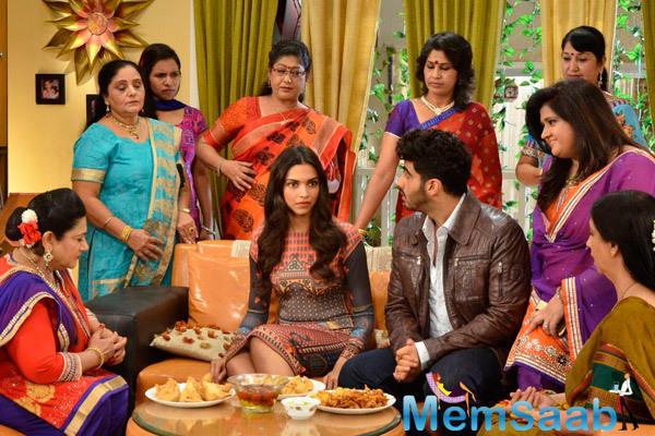 Bollywood's Fanny Duo Deepika And Arjun At Yeh Hai ...