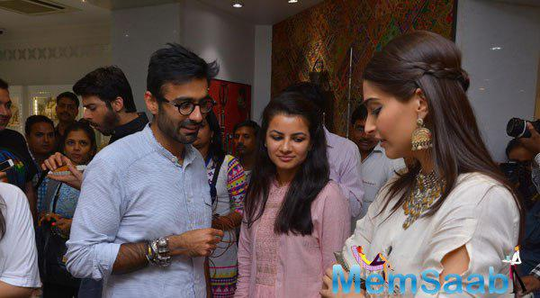 Sonam Kapoor Visited Amrapali Store During The Promotion Of Khoobsurat